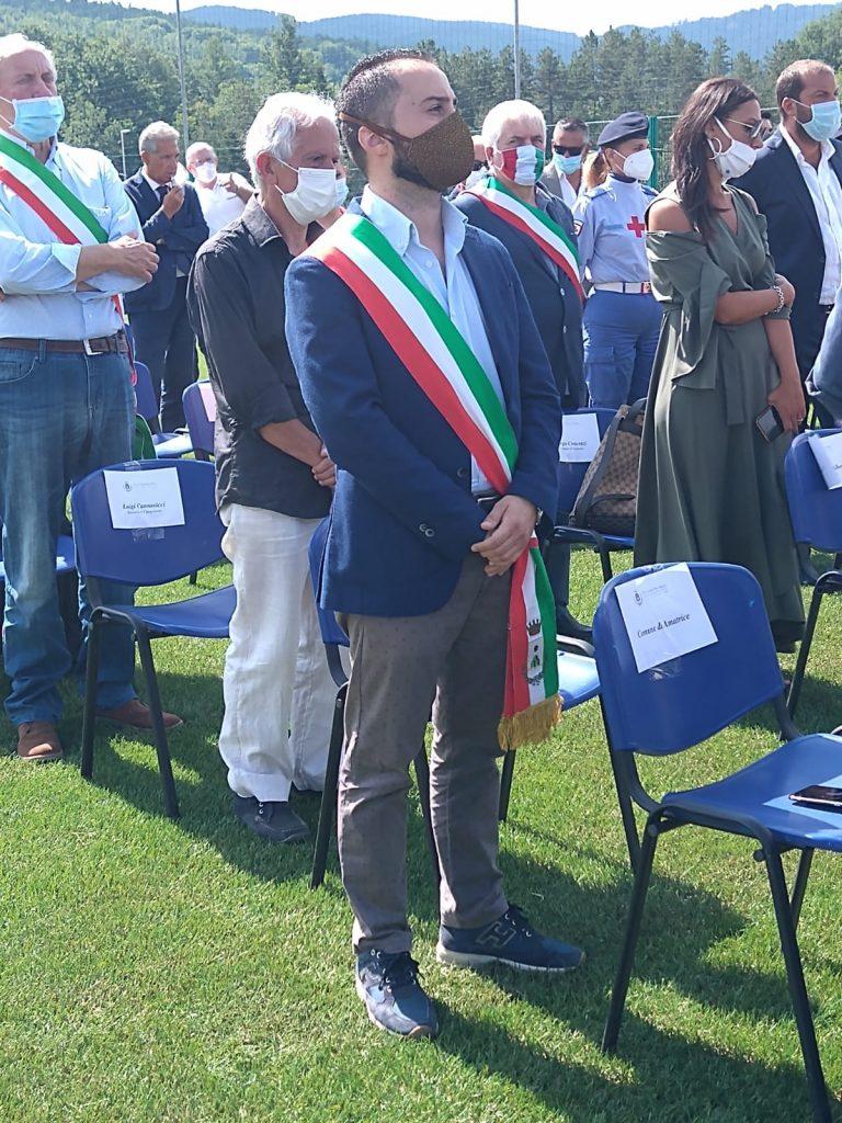 Sindaco Ricccardo Varone con fascia tricolore alla commemorazione terremoto Amatrice